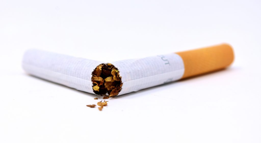 Zigarette geknickt